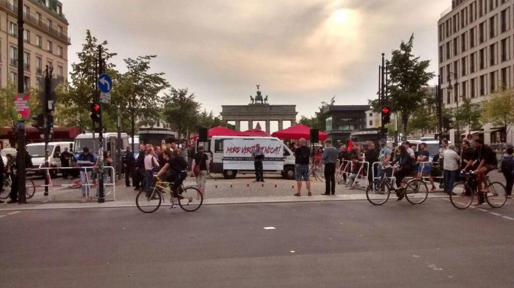 Kundgebung zum 30. Todestag von Rudolf Heß